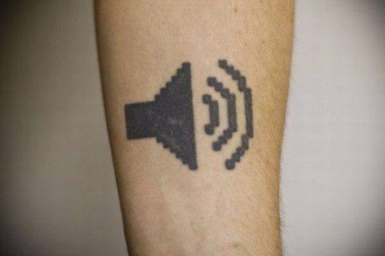 tatouages geek high tech best tattoo sound 550x366 Les meilleurs tatouages Geek et High Tech (tattoo)