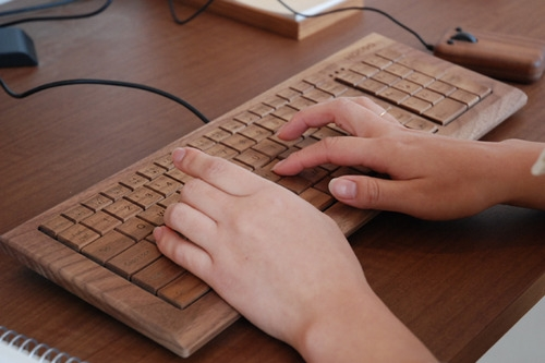 clavier-bois-high-tech-moderne-1