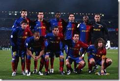 Blau-grana al vent, un crit valent, tenim un nom, el sap tothom : Barça ! Barça ! Baaarça !