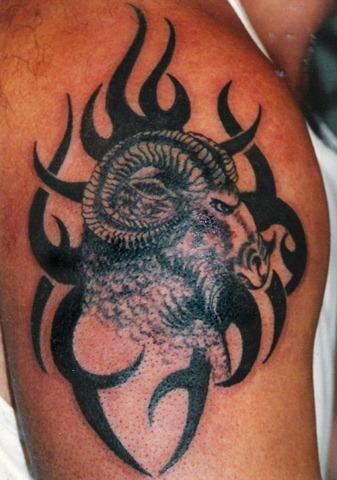 les plus beaux tatouages pour le signe b lier tattoo zodiac. Black Bedroom Furniture Sets. Home Design Ideas
